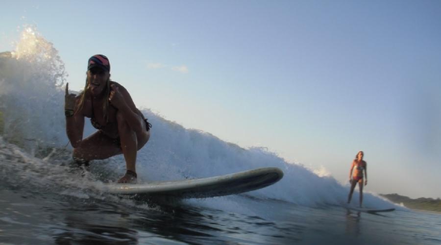 surfer girls playa grande